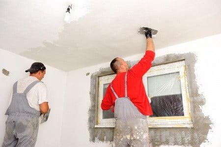 צביעה מקצועית של הדירה צריכה להיעשות בקפדנות ובחירת צבעים מתאימים.