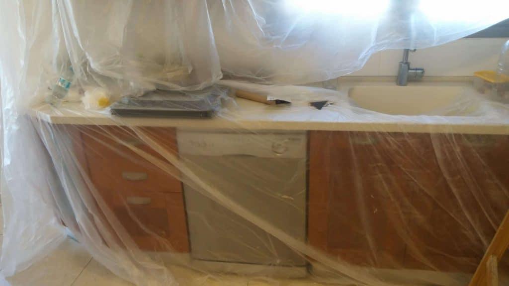 סילבס צבעים מכינים את הדירה לצביעה