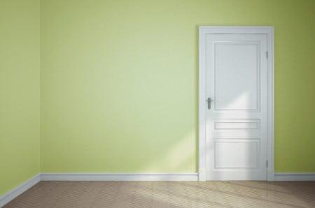 צביעת דלת ומשקוף