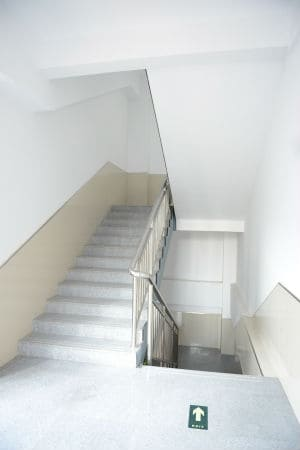 צביעת חדר מדרגות בבניין משותף